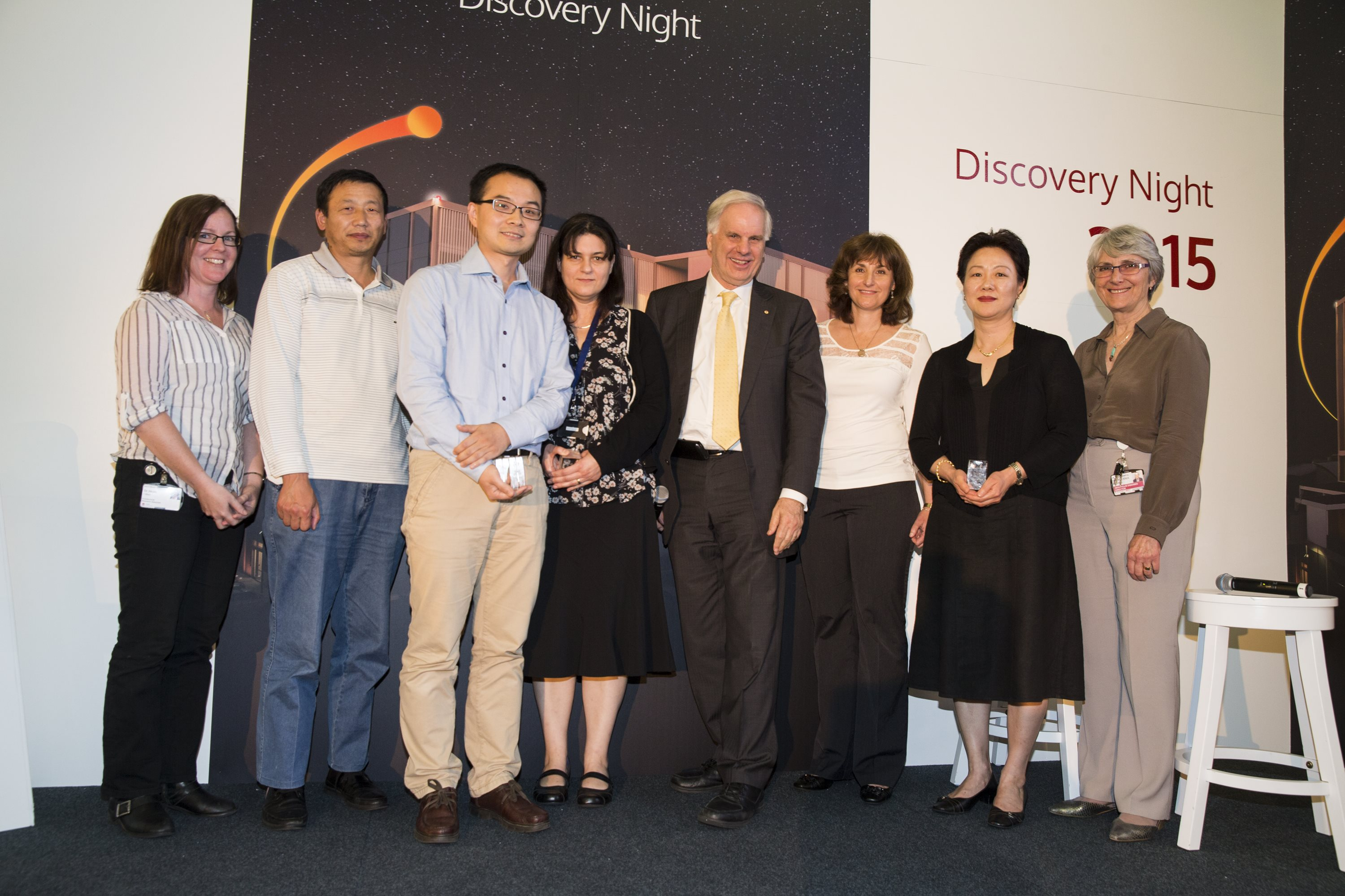 Institute ED Professor Tony Cunningham (Centre) with Science Prize winners (from left to right) Dr Heidi Hilton, Dr Yiping Wang, Dr Qi Cao, Dr Sophie Lev, Associate Professor Julianne Djordjevic, Dr Min Kim, and Professor Tania Sorrell (accepting for Professor Wieland Meyer)